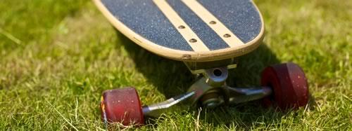 Longboard auf grünem Rasen Bayreuth