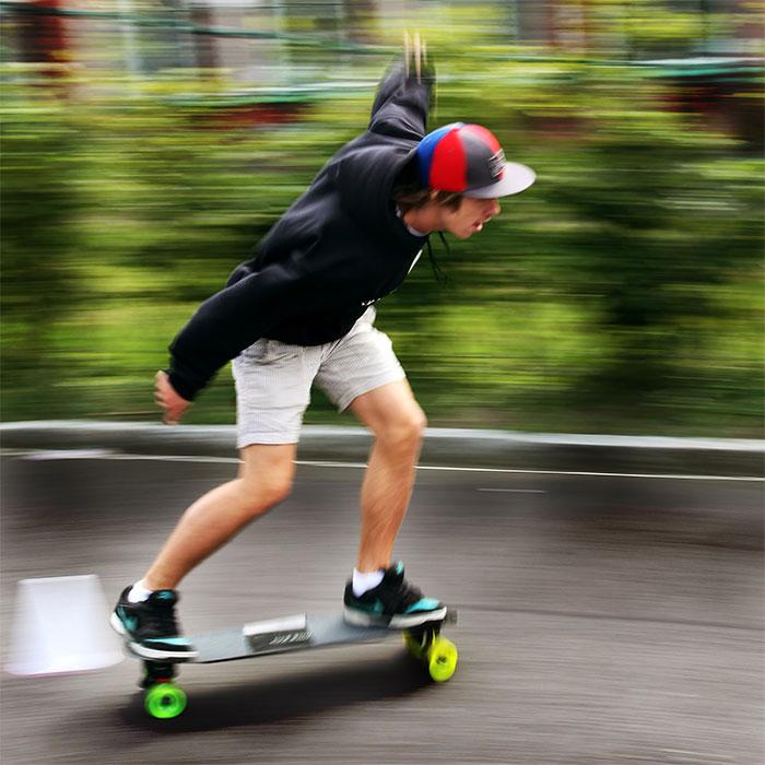 Longboard fahren ohne Puschen nennt man Pumpen