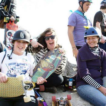 Gruppe von Longboardern