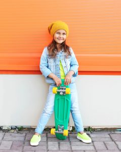 Kind mit mini cruiser