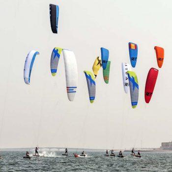Kite Foil Rennen bei wenig wind