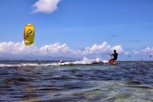 C-Kite mit Surfer