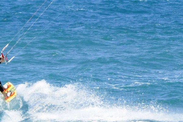 North Kiteboard auf dem Wasser