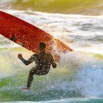 Surfer fällte vom Longboard