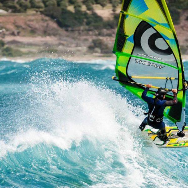 Windsurfboard in der Welle
