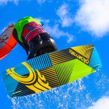 Kiter im Sprung von unten Fotografiert